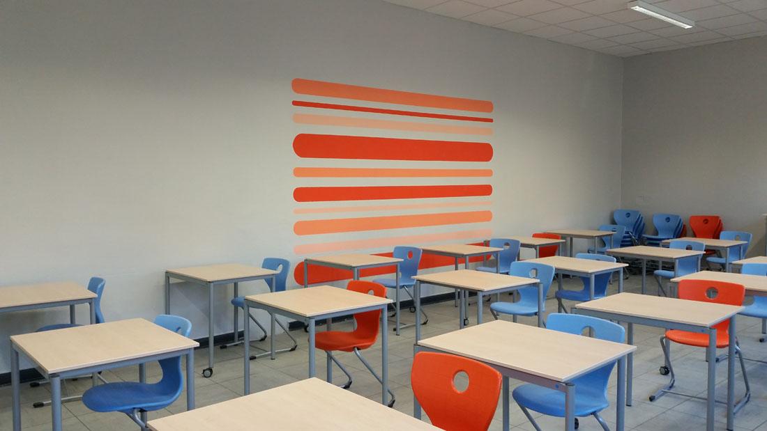 Moderne Schulmöbel, hier in einem Konferenz- und Klausurraum