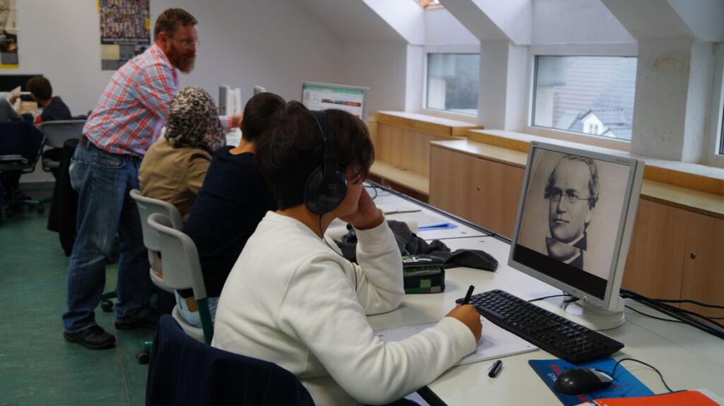 Drei Computerräume und 24 Laptops stehen in jeder Daltonstunde bereit
