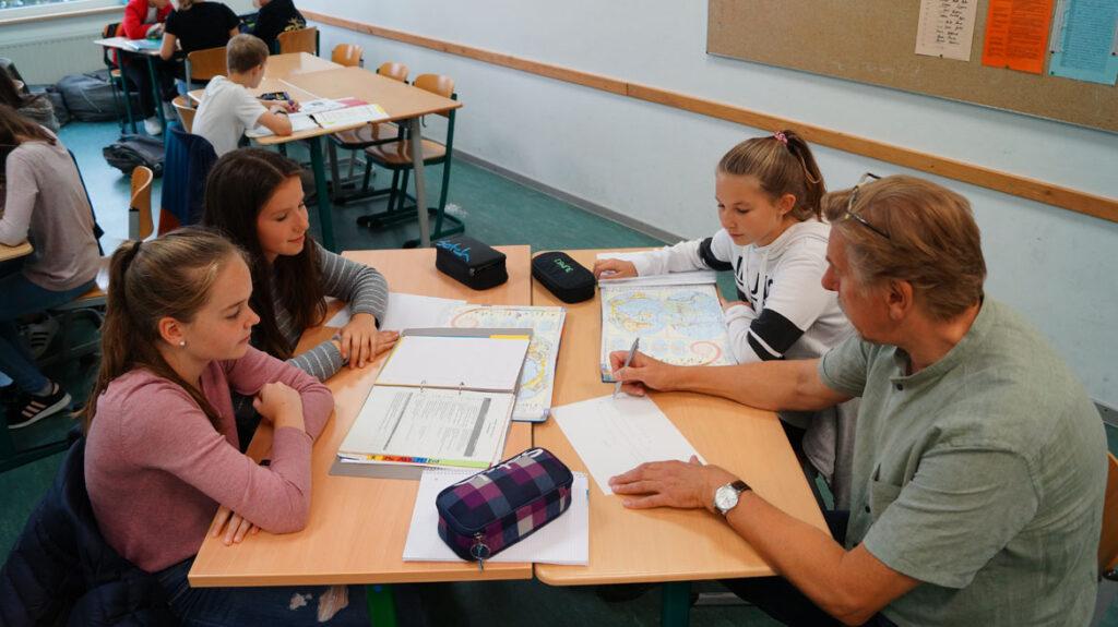 Die Lehrer sind Ansprechpartner, helfen und fördern individuell